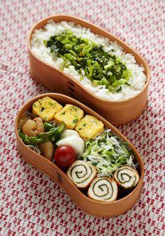 Japanese Style Bento Lunch (Bottom: Chicken Rolled with Nori Seaweed)|弁当 ささみの海苔巻き キュウリとシラスと大葉の和え物 ネギ入り卵焼き ムキ海老とアスパラの炒め物 蕪の塩麹漬け プチトマト 白米 + 蕪葉の胡麻風味炒め物