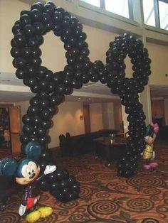 DIY Mickey balloon arch (Outside)