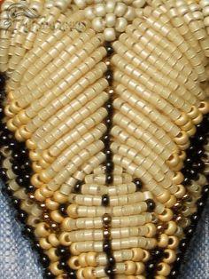Купить или заказать Брошь-галстук  из бисера Череп буйвола в интернет-магазине на Ярмарке Мастеров. Брошь-галстук выполнена в технике объемной вышивки из японского и чешского бисера, большое соединительное кольцо с покрытием серебра 925 пробы, кисточка из искуственной замши с пластиковой шапочкой с покрытием под металл . Обратная сторона подшита черной натуральной кожей. Ее можно носить как галстук на вороте рубашки, а можно и традиционно, как любую брошь.
