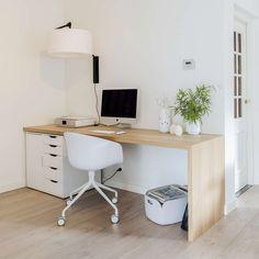 Universal designtafel, or a desk made of solid wood, off-set… Eaal for a guest… - Arbeitszimmer Home Office Setup, Home Office Space, Home Office Design, Bureau Design, Workspace Inspiration, Aesthetic Room Decor, New Room, Interior Design, Home Decor