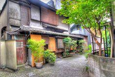 An old-fashioned street at the up-and-coming Kagurazaka neighborhood   © Kabacchi/WikiCommons