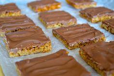 Sega havrerutor med choklad - Jonas Bakar Chocolate Muffins, Desert Recipes, Deserts, Gluten, Food, Chocolate Chip Muffins, Desserts, Dessert, Postres