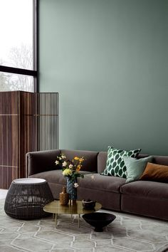 Warum Grün die Lieblingsfarbe unserer Zeit ist und wie sich der Trend im Interi… Why green is the favorite color of our time and how the trend in the interior can be implemented particularly well with fabrics. – DECO HOME. Retro Home Decor, Cheap Home Decor, 1950s Decor, Color Trends 2018, Modern Interior Design, 2018 Interior Design Trends, Contemporary Interior, Colorful Interiors, Beautiful Interiors
