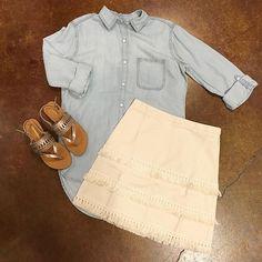 In serious LOVE with this skirt! #frankieandjules #fnjstyle #shopfnj #shopkc #kc #kansascity #shopaholic #weddingseason  #ido #whatimwearing #whatimwearingtoday #whatiwore #whatiworetoday #ootd #outfitoftheday #outfitinspiration #outfitinspo #instastyle #instafashion #bloggerstyle #bohoboutique #boutiqueshopping #skirtstyle #midwestdressed #fringe #70sinspired #boho