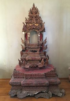 Large Shan Throne Material: Wood 234 cm high Maximum width is 135 cm Gilded with 24 krt. gold Shan (Tai Yai) style 19th century The depth is 88 cm The height at the opening is 36 cm Has some damages, see pictures. But can be restored. Originating from Burma