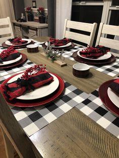 Black, white and red Buffalo check Christmas decor Farmhouse Christmas Decor, Christmas Kitchen, Rustic Christmas, Christmas Home, Simple Christmas, Minimal Christmas, Natural Christmas, Christmas Makeup, Christmas Ideas