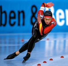 German Speed Skater Anni Friesinger rounding the bend with perfect technique. She won five Olympic medals (3 Gold, 2 Bronze) while competing in four Olympic Winter Games (1998, 2002, 2006, 2010).