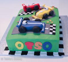 Formula 1 cake with cars