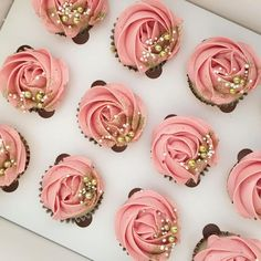 Image gallery for: gold cupcakes. Gold Cupcakes, Cupcakes Roses, Rose Cupcake, Cupcake Cookies, Glitter Cupcakes, Sweet 16 Cupcakes, Pink Wedding Cupcakes, Strawberry Cupcakes, Birthday Cakes