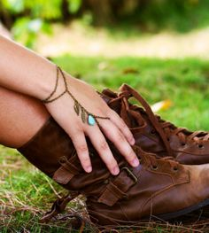 want that bracelet/ring combo, and the booooots!