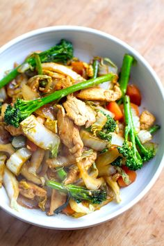 This quick and easy chicken cabbage stir-fry is a great weeknight meal. It's healthy, nutritious, gluten-free, paleo and friendly. Clean Eating Recipes For Dinner, Paleo Dinner, Clean Eating Snacks, Healthy Eating, Dinner Meal, Easy Clean Eating Recipes, Clean Meals, Cabbage Stir Fry, Chicken And Cabbage