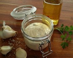 Aardappeltjes of frietjes zijn lekker met een beetje mayonaise. Met dit recept van Sandra maak je een heerlijke, romige mayo. Ook nog eens lactosevrij!