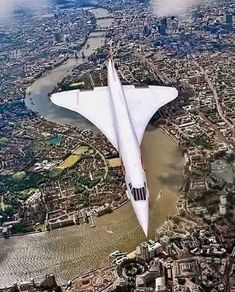 Return of the supersonic commercial air travel: 20 yrs after the grounding of the Concorde, 3 startups aim to begin faster-than-sound flights. Concorde flying over London! Sud Aviation, Civil Aviation, British Airways, Concorde, Passenger Aircraft, Air Festival, Commercial Aircraft, Air France, Aircraft Pictures