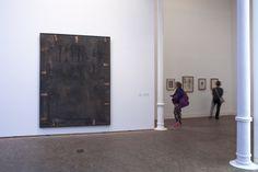 Antoni Tàpies. Col·lecció, # 5. 1 març– 9 juny 2013 Fotografia: Lluís Bover. © Fundació Antoni Tàpies. Publicat amb la llicència CC BY-NC-SA Museum, Interior, Art Studios, Artists, Design Interiors, Interiors, Museums, Interieur