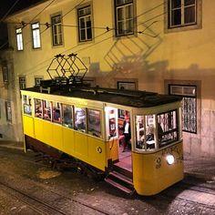 Elevador da Glória, Lisbon, Portugal -> PicadoTur - Consultoria em Viagens. Siga nos.
