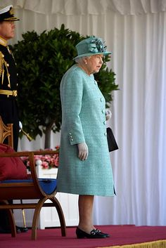 The Queen dances at low-key Trooping the Colour - video, best pictures - Photo 4 Duke And Duchess, Duchess Of Cambridge, Huw Edwards, Buckingham Palace Garden Party, Queen's Official Birthday, Autumn Phillips, Dusty Pink Dresses, Duke Of York, Royal Engagement