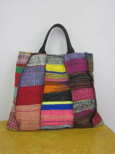 Lovely Saori-style weaving bag from http://www.saoriworcester.com/wp-content/uploads/2011/05/red-hand-bag.jpg