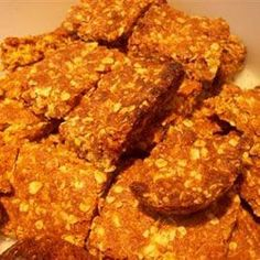 Old-Fashioned Crunchies - omg - just like my Mom used to make! Crunchie Recipes, Kos, Oat Cookies, Cookie Bars, South African Recipes, Africa Recipes, Biscuit Recipe, Crunches, How Sweet Eats