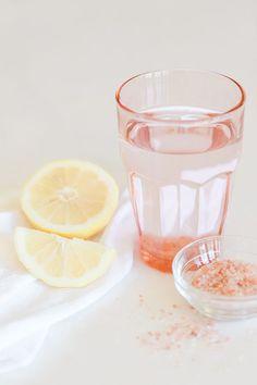 肌が荒れる、疲れやすい、下っ腹が出ている、ダイエットが成功しない。それはすべて便秘のせいかもしれません。ここでは頑固な便秘を解消するのに効果的な「朝1杯の塩水」についてご紹介します。毎日の習慣にして溜めこまない身体を作りましょう!