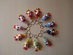 Ravelry: Amigurumi Penguin Cell Phone Strap pattern by Pierrot (Gosyo Co., Ltd) - (Free pattern). Crochet Penguin, Crochet Amigurumi, Crochet Animals, Amigurumi Patterns, Crochet Dolls, Crochet Yarn, Crochet Patterns, Love Crochet, Crochet Gifts