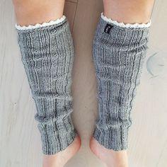 nines-design - Stickade benvärmare med virkad kant Knitted Animals, Knitting Patterns, Knitting Tutorials, Leg Warmers, Diy And Crafts, Knit Crochet, Design, Sorting, Crochet Ideas