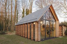 In collaboration with interior architect: Roel van Norel In the rural area north of Utrecht a compact recreation house has been realized. The house is cons. Cabins In The Woods, House In The Woods, Utrecht, Steel Framing, Gazebos, A Frame House, House And Home Magazine, Glass House, Style At Home