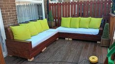 wood-pallet-patio-couch