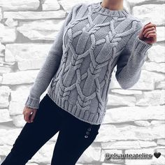 Стильный свитер крупной вязки #madeunique #knittinginspiration #knitweardesign #handknit #iloveknitting #knittedsweater