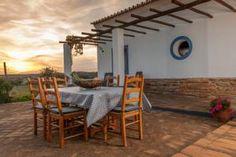O Monte Farropo é uma casa rural tipicamente alentejana localizada no Outeiro, a 2,5 km de Monsaraz.