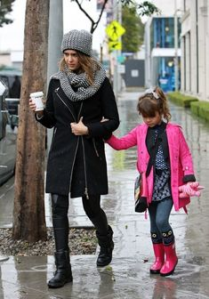 Jessica Alba - Jessica Alba and Family Out and About