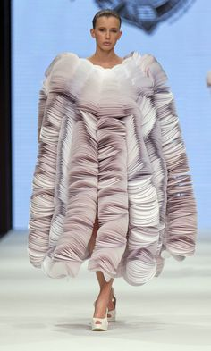 Paper wearables from the Spring/Summer 2014 collection of Bea Szenfeld.