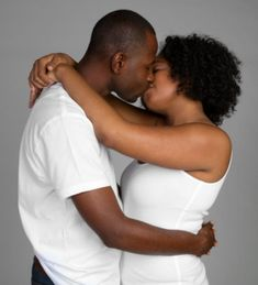 Black women tongue kissing