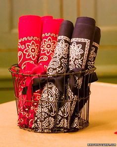 Napkins and silverware holders in one roll. Just add ribbon. Might have to try this.
