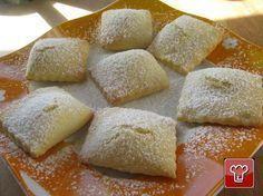 Fatti da un cuore dolcissimo i ravioli dolci alla ricotta, sono un piatto particolare preparato durante il periodo di Carnevale, si presenta con la classica forma di una sfoglia farcita di ricotta.