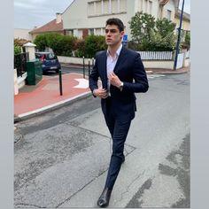 Maluma Haircut, Rafael Miller, Photography Poses For Men, Boy Poses, Boy Pictures, Man Photo, Men Looks, Hot Boys, Cool Suits