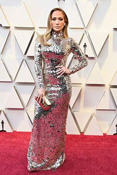 The best celebrity red carpet fashion at the 2019 Oscars. Jennifer Lopez is stunning in silver! The best celebrity red carpet fashion at the 2019 Oscars. Jennifer Lopez is stunning in silver! Vestido Jennifer Lopez, Celebrity Red Carpet, Celebrity Style, Best Oscar Dresses, Vestidos Oscar, Tom Ford Dress, Oscars Red Carpet Dresses, Dior Haute Couture, Shift Dresses