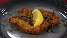 Classic pork schnitzel dinner with bread crumbs, eggs, and lemons Pork Recipes, Cooking Recipes, Healthy Recipes, Chicken Recipes, Marilyn Denis Recipes, Brunch Appetizers, Pork Schnitzel, Healthy Meats, Soup And Sandwich