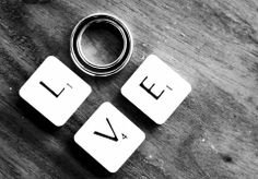 Don't miss these 5 VERY important things to consider when picking your wedding date. #weddingplanning #engaged Photo credit: 'Love' by Nina Matthews available at https://flic.kr/p/a6fDFr under a Creative Commons Attribution 2.0. Full terms at https://creativecommons.org/licenses/by/2.0
