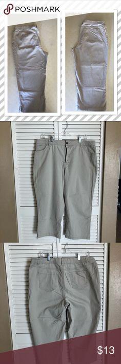 Just Arrived 🌟🅿️ Merona Capris Light Beige Merona Capris 🌟 Size 18 🌟 Pre-Loved 🌟 Reasonable Offers Welcomed 🌟 Bundle and Save Merona Pants Capris