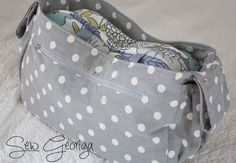One of our most popular posts lately has been the Stroller-Friendly Diaper Bag tutorial. You guys have been loving it for the same reasons . Diaper Bag Tutorials, Diaper Bag Patterns, Bag Patterns To Sew, Stroller Bag, Bag Pattern Free, Baby Diaper Bags, Fabric Bags, Organizer, Building Plans