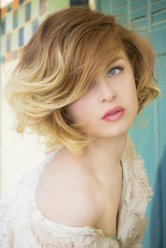 coiffure on pinterest coiffures short wavy and blond. Black Bedroom Furniture Sets. Home Design Ideas