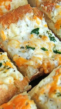 Bubbly Cheese Garlic Bread Recipe ~ This bread is melty and hot and gooey and bubbly