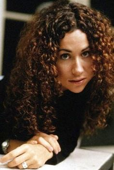 Minnie Driver... another one with the natural curls I so envy. She keeps it looking great.