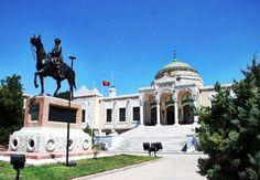 Ankara Etnografya Müzesi Bugün Devlet Resim ve Heykel Müzesi olarak kullanılan tarihi Türk Ocağı binası Türk resim ve heykel sanatı koleksiyonlarına ev sahipliği yaparken buraya komşu Etnografya Müzesi'nde ise Selçuklulardan bugüne Anadolu'dan derlenen folklorik eserler, silahlar, ağaç işleri vb sergilenmektedir. Bina, 19. yüzyılda Neoklasik tarzda, meyilli bir teras üzerine inşa edilmiştir. Bunun 1831 yılında ilkin hastane olarak (St Roch Hastanesi) kullanıldığı; 1845 yılında Fransızlar