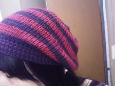 Slouchy hat pattern. I don't know how to use knitting needles, but maybe I can doctor the pattern to work with a knifty knitter loom?