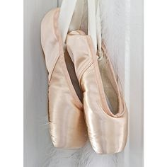 pointe shoes ❤ liked on Polyvore