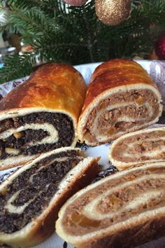 dessert recipes Hungarian Beigli - Christmas Poppy Seed and Walnut Roll Cake Hungarian Beigli is a traditional walnut and poppy seed roll which is served in many Hungarian families at Hungarian Desserts, Hungarian Cake, Hungarian Cuisine, Hungarian Recipes, Hungarian Cookies, Hungarian Food, Ukrainian Desserts, Croatian Cuisine, Slovak Recipes