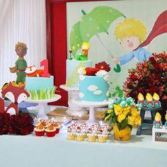Festa linda O Pequeno Príncipe por @liviamartinsfestas! Amei esse painel, muito fofo! ⭐️ #kikidsparty