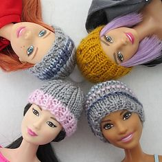 Easy Knitted Barbie Hat – Hannah's Dolls In honour of Barbie's birthday a few days ago, I wanted to post a quick and easy knitting pattern for her. This hat will fit all barbie (and similarly sized) dolls with relatively flat hair. Sewing Barbie Clothes, Knitting Dolls Clothes, Barbie Clothes Patterns, Crochet Doll Clothes, Barbie Dolls Diy, Knitting Toys, Barbie Und Ken, Free Barbie, Baby Barbie