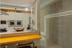 Traços Grezzo cinza. Projeto das arqs. Larissa Maffra e Mariana Bastos - Casa Cor Goiás. Foto: Clausem Bonifácio.  Parceria com a revenda Aldeia Revestimentos  #piso #design #arquitetura #castelatto #revestimento #decor #decoração #sofisticacao #textura #inovacao #floor #revestimento #parede #wall #kitchen #cozinha #interioresdesign #style #decoraçãodeinteriores #decordesign #decorando #referencia #decoration #decorlovers #decoracao #archilovers #cocina #cocinas